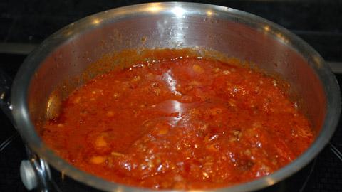 sauce spaghetti la tomate et la saucisse. Black Bedroom Furniture Sets. Home Design Ideas
