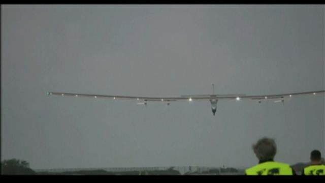 Atterissage du Solar Impulse 2