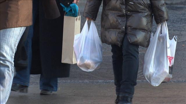 Les villes québécoises ont-elles le pouvoir de bannir les sacs de plastique?