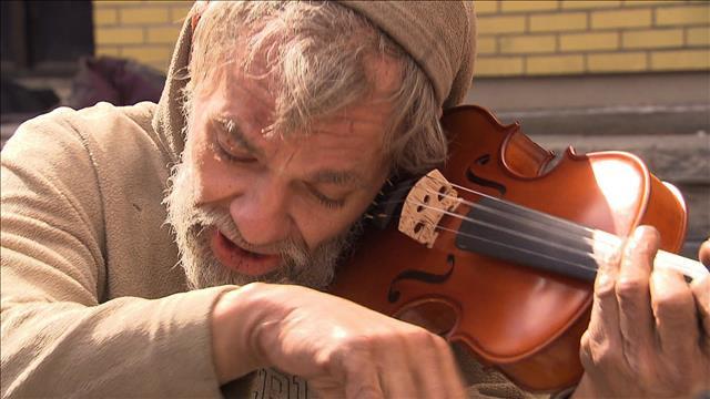 Un violon pour itinérant qui a perdu le sien