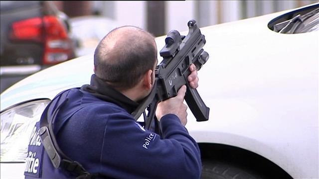 Attentats de Paris : un suspect tué à Bruxelles