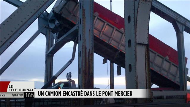 Un camion encastré dans le pont Mercier