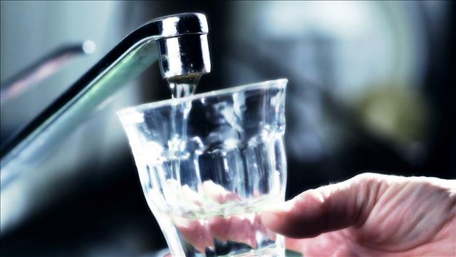 Mythe boire de l'eau en mangeant