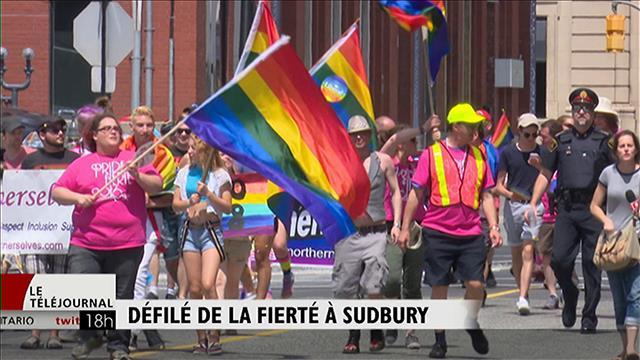Au défilé de la fierté gaie à Sudbury