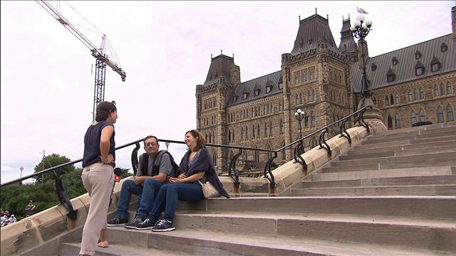 Des immigrants à la découverte du Parlement canadien