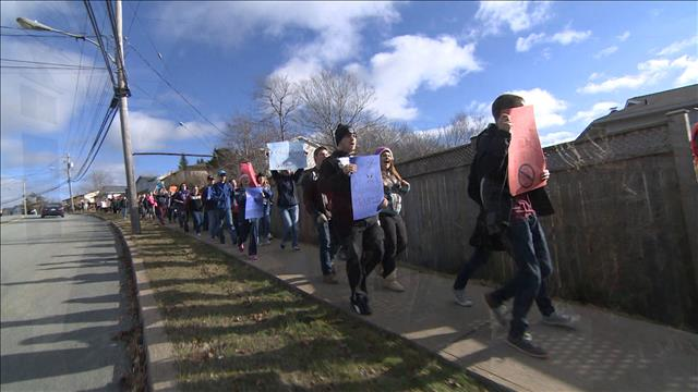 Des élèves manifestent en Nouvelle-Écosse en appui aux enseignants