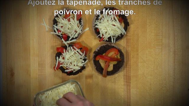 Denis Chamberland prépare une recette de champignons farci