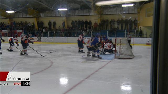 L'équipe de hockey de l'école secondaire de Woodstock au Nouveau-Brunswick suspendue pour la saison 2016-2017