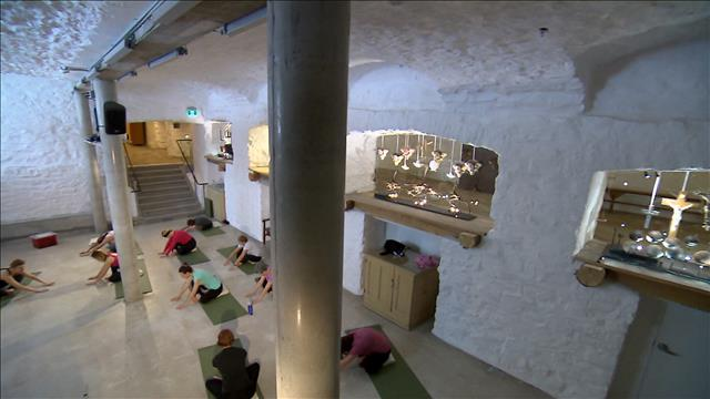 Taï-chi et yoga dans le cloître