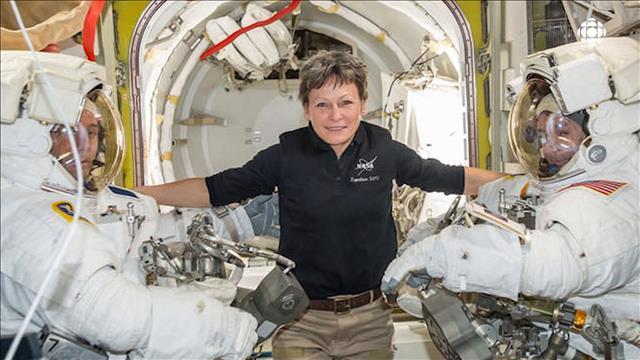 À 57 ans, Peggy Whitson cumule les records dans l'espace