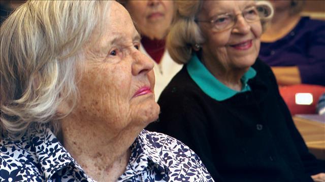 Tout un monde - Des étudiants au service des personnes âgées