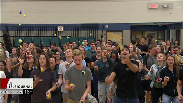 Des artistes du Cirque du Soleil jonglent avec 150 élèves du Centre scolaire Léo-Rémillard