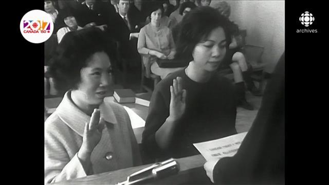 Montage d'archives, 1957 à 2008