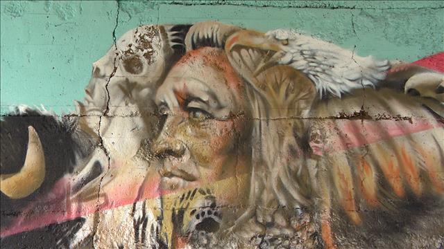 Le drapeau manitobain revisité en murale pour raconter l'histoire de la province
