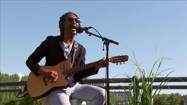 Daby Touré interprète <i>Oma</i>