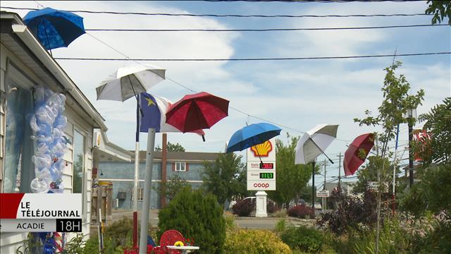 Les gens de Caraquet plus nombreux que jamais à décorer leurs maisons à l'occasion du Festival acadien