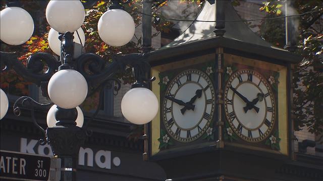 40 chandelles pour l'horloge de Gastown