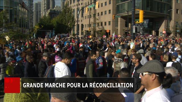 Des milliers de personnes marchent pour la réconciliation à Vancouver