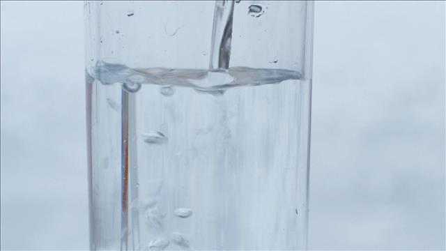 Un test de goût d'eaux gazéifiées