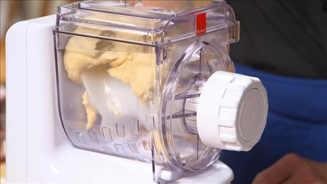 Un banc d'essai des machines à pâtes automatiques