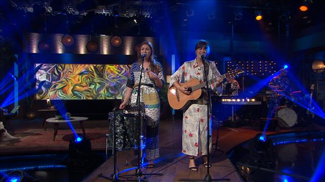 Les sœurs Boulay chantent Au doigt