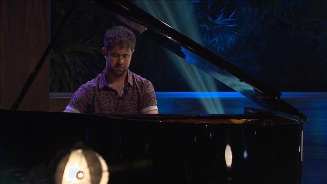 Jean-Michel Blais joue des extraits du film Matthias et Maxime