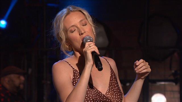 Evelyne Brochu chante Maintenant ou jamais
