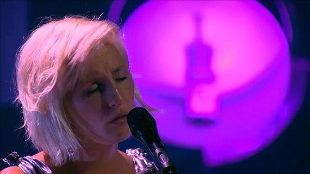 Visionner Sur scène : Ingrid St-Pierre (Extrait)