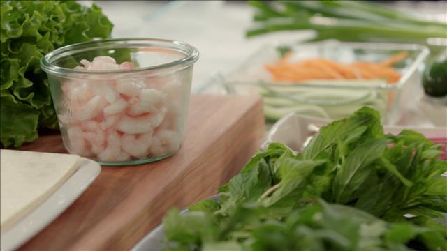 Des rouleaux de printemps aux crevettes et au smoked meat