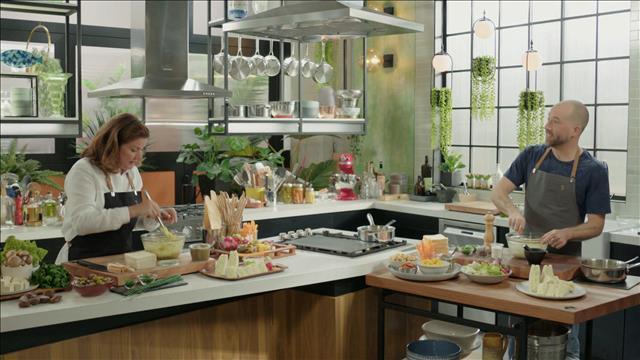 Salade « faux-œufs » et olives parfumées