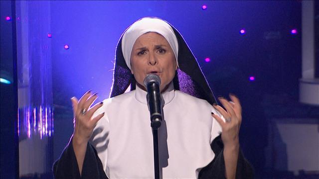 La chorale des bonnes sœurs rend hommage à Debbie Lynch-White