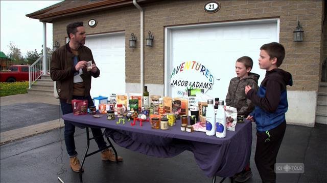 Deux jeunes youtubeurs de Gatineau testent des produits canadiens!