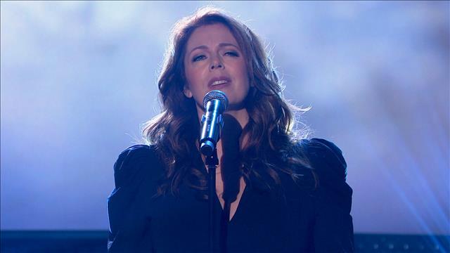 Isabelle Boulay interprète la chanson Le plus beau voyage, de Claude Gauthier