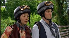 Deux garçons en moto
