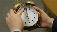 De six heures à six heures cinq -première et deuxième parties
