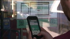 Des autocollants avec code-barres à l'entrée des restaurants pour vérifier la salubrité