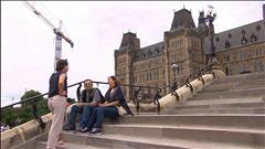 Des immigrants découvrent le Parlement canadien