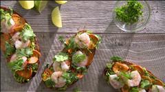 Soupe de poisson et fenouil / Tartine à l'avocat, à la patate douce et aux crevettes