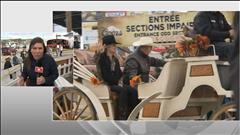 Philippe Couillard participe au traditionnel défilé du Festival western de Saint-Tite