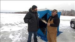 Ce qu'il faut savoir avant de... faire de la pêche sur la glace