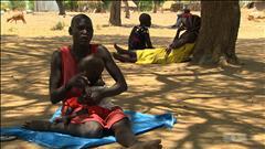 Les Sud-Soudanais empruntent la route du petit village de Ganyiel