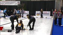 L'équipe féminine de curling en action