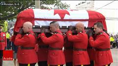 Les funérailles régimentaires pour le policier Francis Deschênes