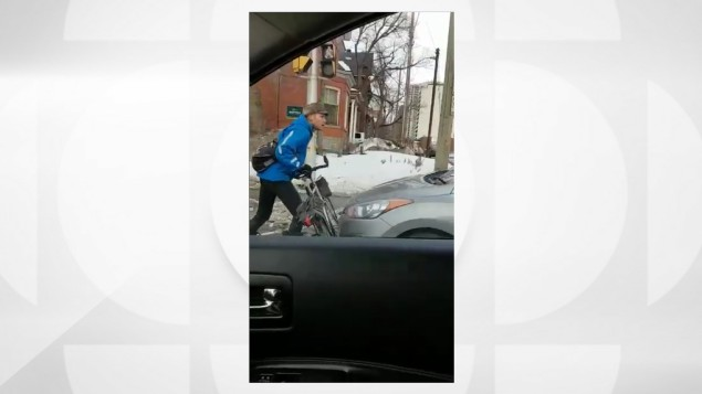 Cycliste contre automobiliste