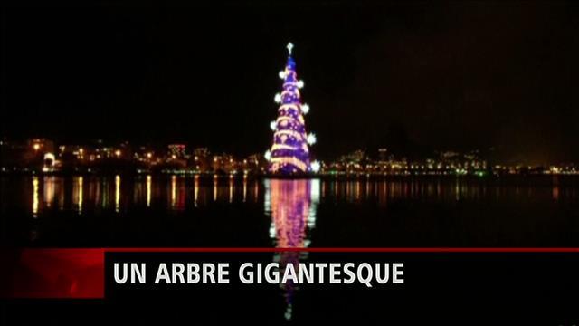 Le plus gros arbre de Noël flottant au monde
