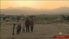 Des réfugiés sans maison, sans pays et sans espoir à Idomeni