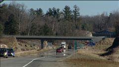 La journaliste Nathalie Tremblay rappelle les différentes étapes de la construction de l'autoroute 50.