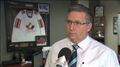 Michel Chabot s'entretient avec Sylvain Lalonde de Hockey Québec et avec Gilles Courteau de la LHJMQ.