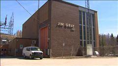 Centrale Jim-Gray : Produits forestiers Résolu durcit le ton