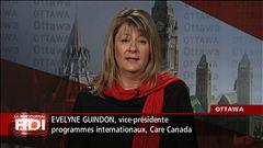 Louis Lemieux s'entretient avec Evelyne Guindon, vice-présidente des programmes internationaux à CARE Canada.